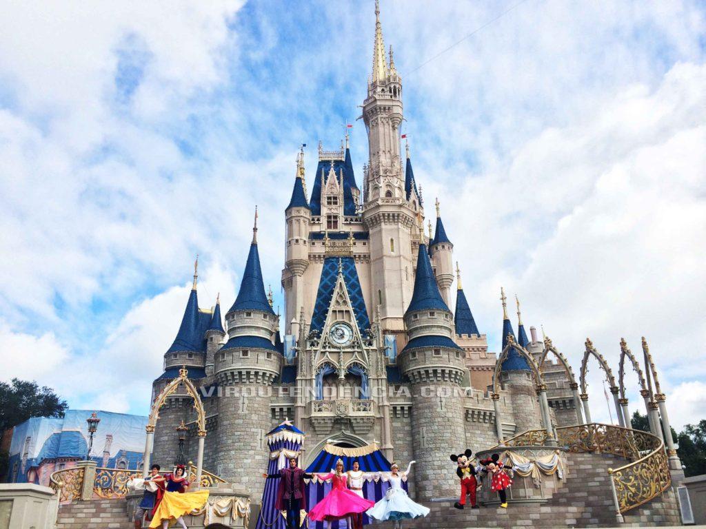 Show Castelo da CInderella Personagens Disney