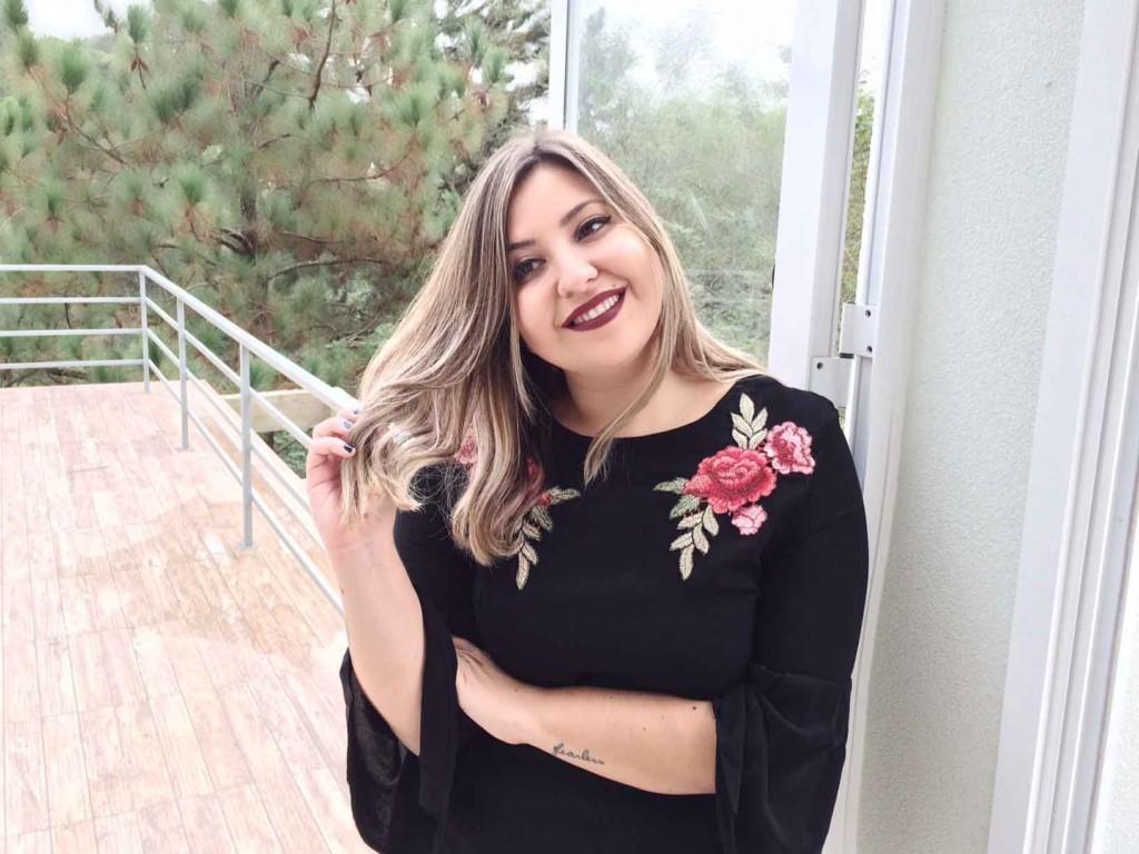 Como Usar Vestido Bordado de Rosas Fashion - Moda e Tendências