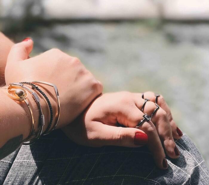Como usar mix de acessórios - combinando pulseiras e braceletes e anéis