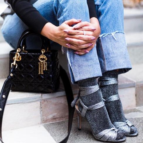 Como Usar Sandália com Meia - Looks com Sandálias + Meias Diferentes