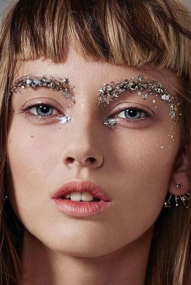 90c49fa76 Ideias de Maquiagem Carnaval 2019: makes com glitter, makes simples,  maquiagem para carnaval